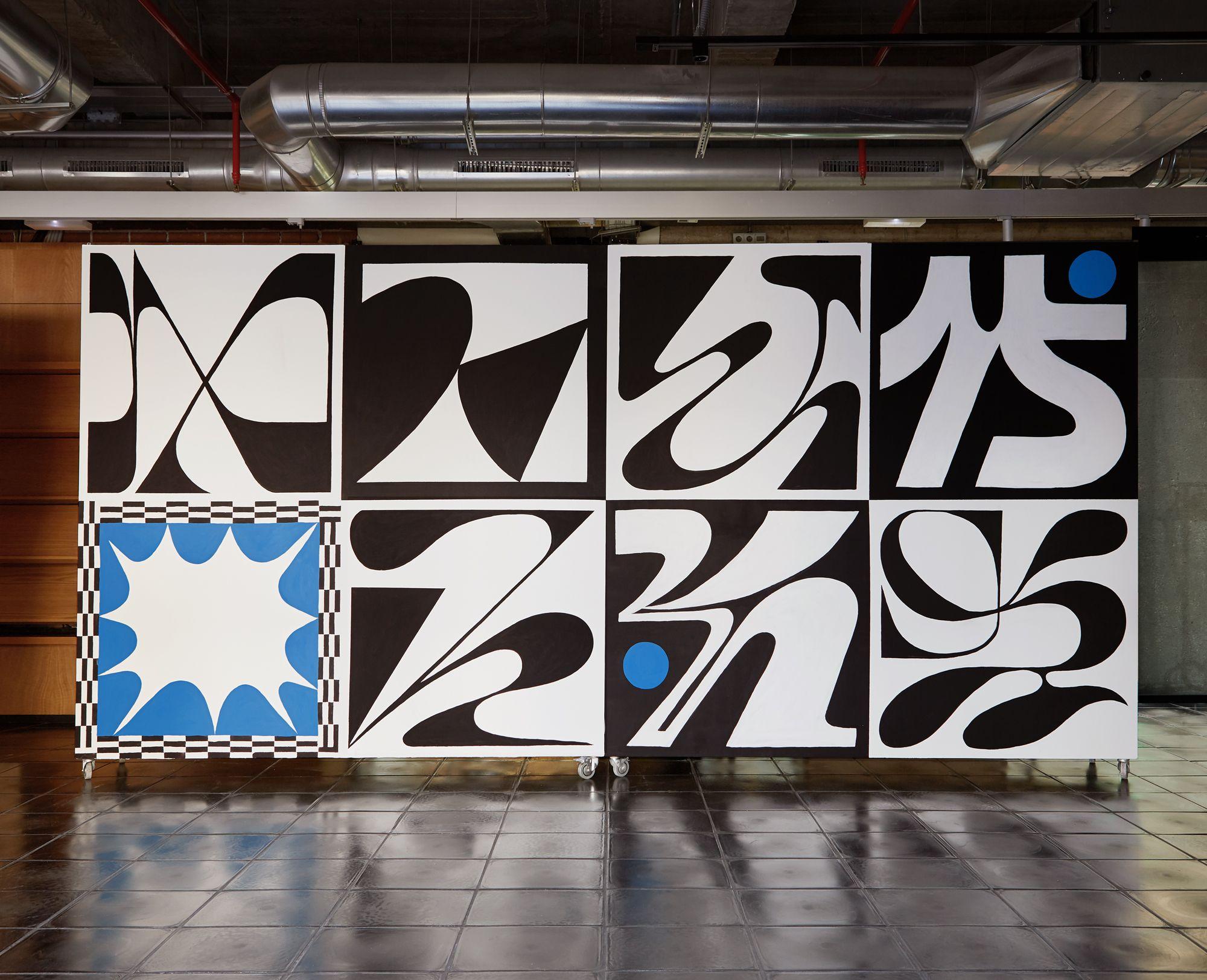 mural preto e azul