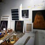 estudio de artista con cuadros
