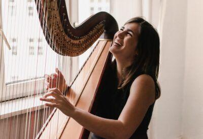 Sara Esturillo con su arpa