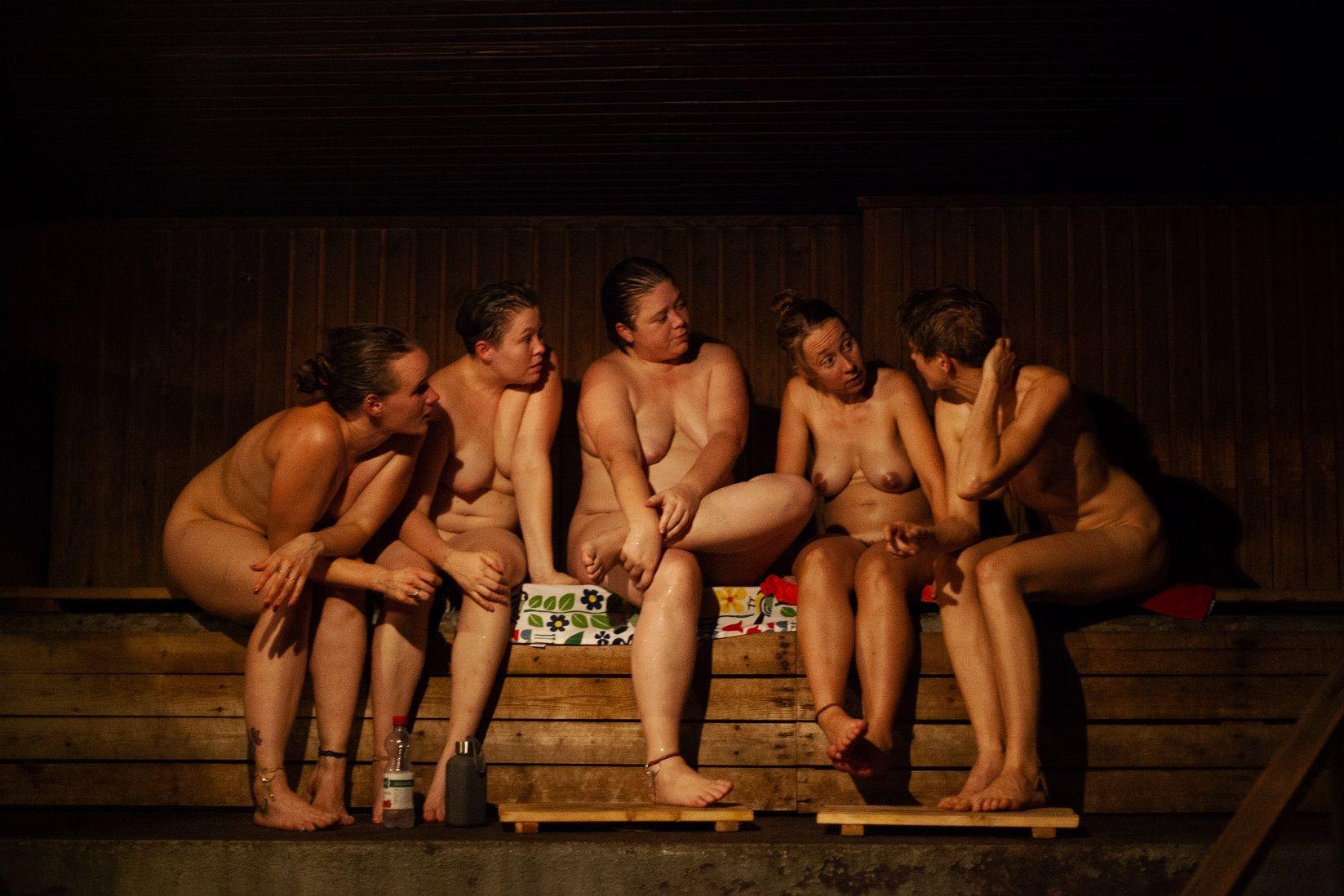 Mujeres en la sauna finlandesa