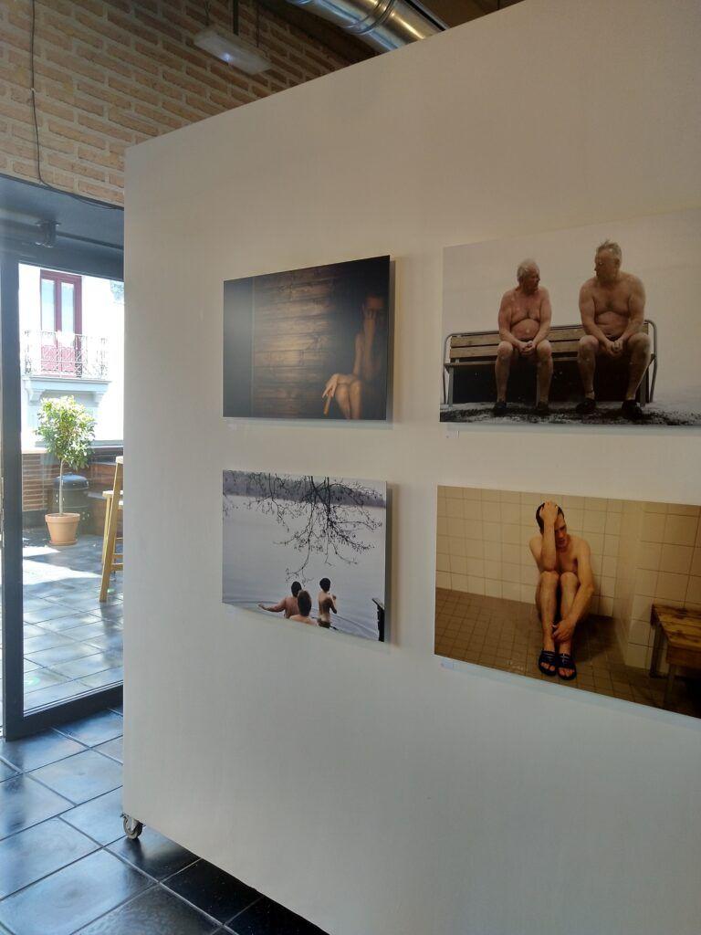 valokuvia näyttelyssä
