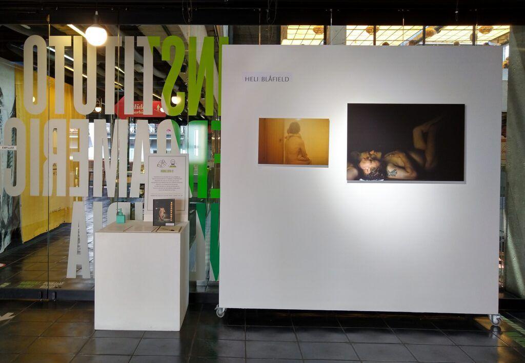 uma exposição de fotografía