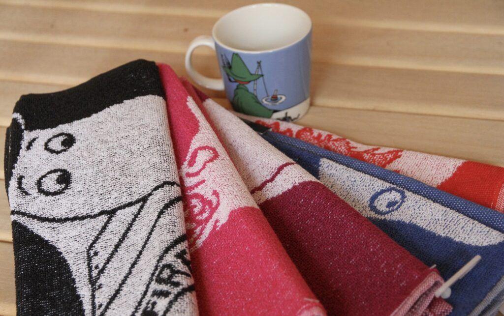 toallas y una taza